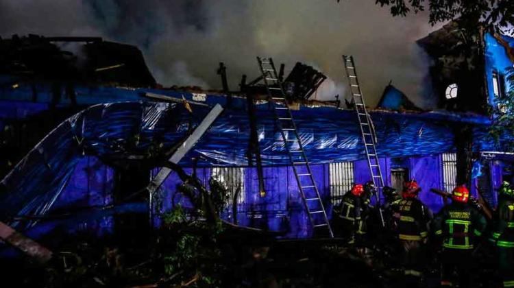 Incendio destruye restaurante de la comuna de Santiago