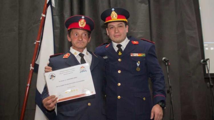 """Reconocimiento al bombero """"Popeye"""" al cumplir 25 años de servicio"""