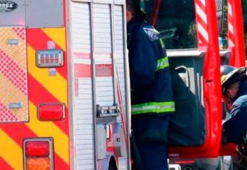Ambulancia impacta contra unidad de Bomberos