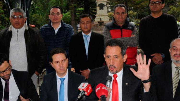 Bomberos voluntarios presentan una demanda contra nueva ley