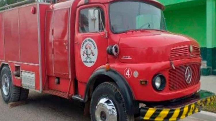 Bomberos de Conesa les regalaron un autobomba a Bomberos de Darwin