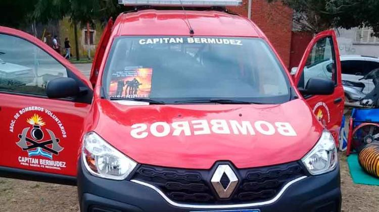 Bomberos de Capitán Bermúdez presentó nuevo móvil
