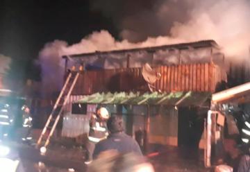 Bomberos fueron golpeados mientras combatían incendio