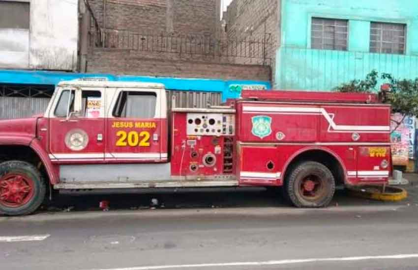 Bomberos expresan malestar por vehículos de emergencia abandonados