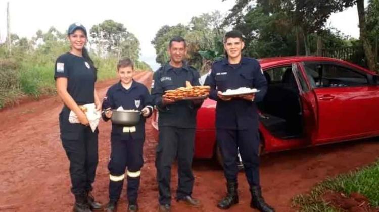 Bomberos de Mayor Otaño venden empanadas por falta de recursos