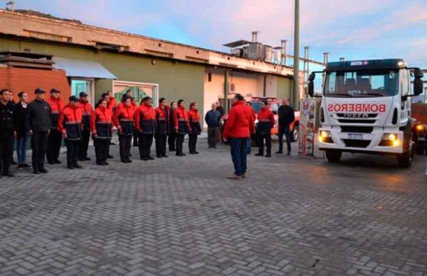 Bomberos Voluntarios de Carlos Paz recibieron una nueva unidad de servicio