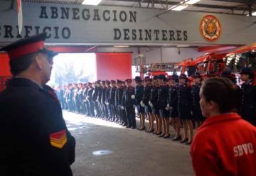 Homenaje a los Bomberos Voluntarios de Quilmes en su día