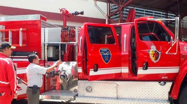 Alcaldía entrega nuevos equipos a Bomberos Voluntarios