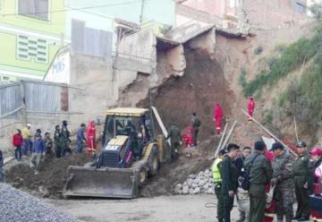 Bombero muere en trabajos de rescate en deslizamiento