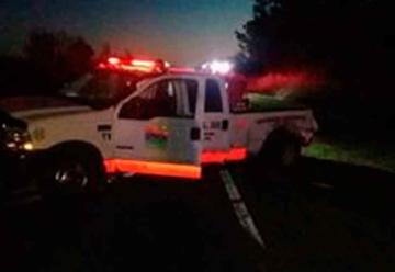 Perdió el control de su vehículo y chocó a una unidad de bomberos