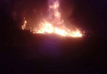 Agreden a bomberos que fueron a atender incendio