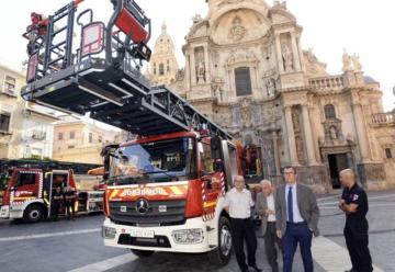 Dos nuevos camiones mejoran la flota de los bomberos de Murcia