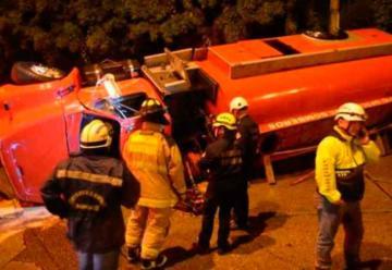 Volcó camión de Bomberos en camino a una emergencia
