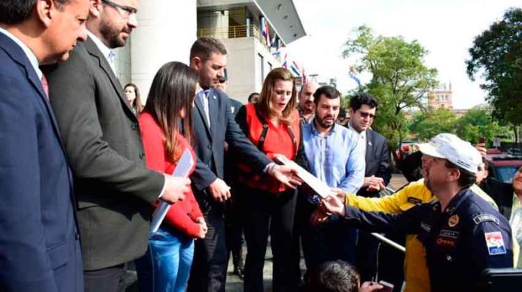 Presentan en Diputados proyecto de protección a bomberos