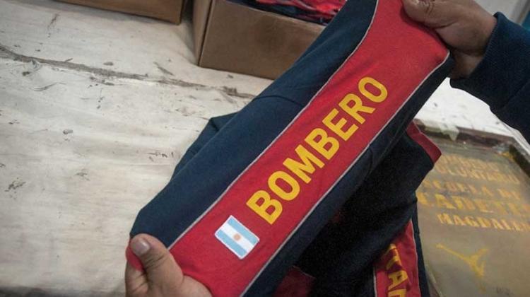 Internos de una cárcel de Magdalena confeccionan indumentaria para bomberos
