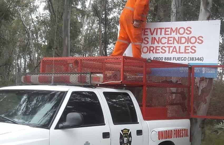 Los Bomberos de Miramar instalan carteles preventivos