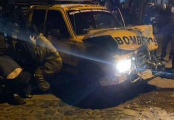 Bomberos sufren accidente y Tres voluntarios resultaron heridos