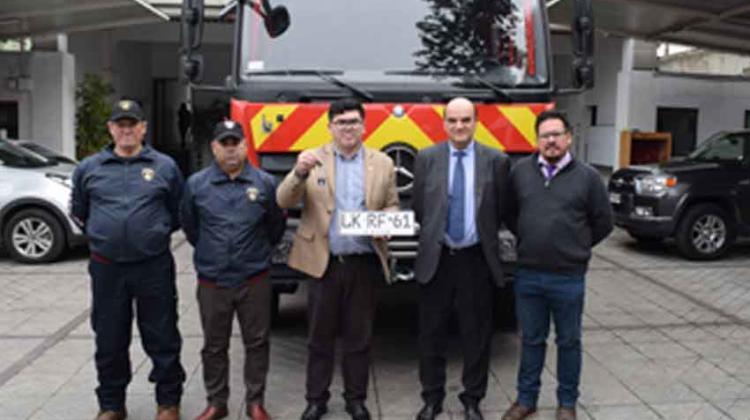 Presidente Nacional entregó carro a Bomberos de Ercilla