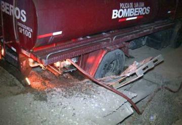 Autobomba cayó a una zanja cuando acudía a un incendio
