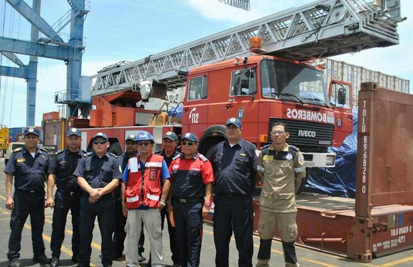 Bomberos Unificados reciben camión escalera donado por españa