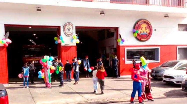 Bomberos voluntarios de Bernal festejaron el Día del Niño