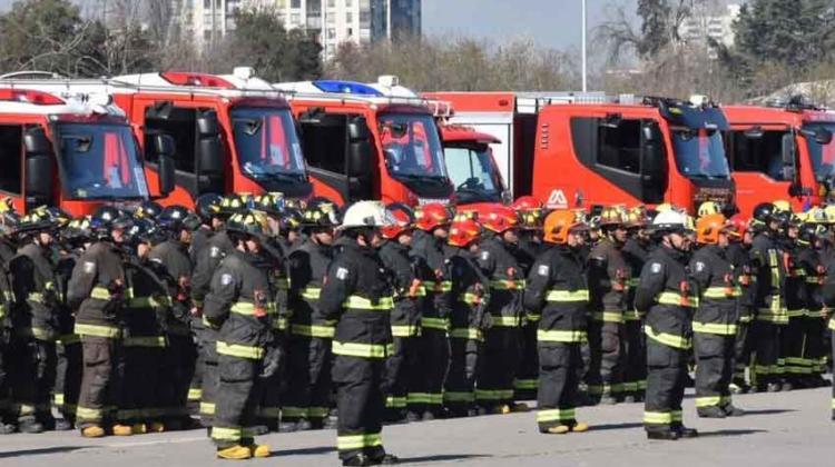 Entregan nuevos carros a Bomberos de la Región Metropolitana