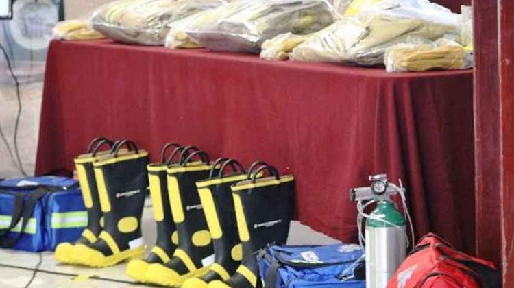 Donan 15 uniformes para bomberos de Zacatecas