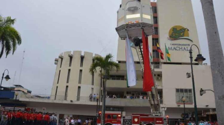 Bomberos de Machala poseen unidad que servirá para rescatar víctimas de edificios