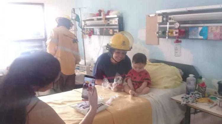Bomberos Voluntarios llevó regalos al Hospital San Roque