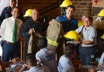 Entregan estímulos económicos a bomberos de Guadalupe