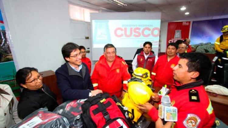 Nuevos equipos para Bomberos Voluntarios del Perú