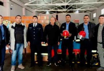 Donaron trajes estructurales a la Dirección Bomberos de la Policía