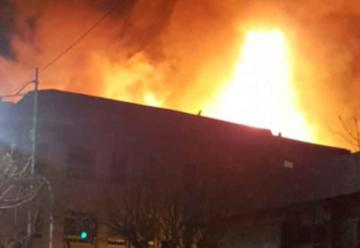 Incendio afecta a diversos locales comerciales en Valparaíso