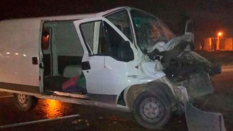 Una camioneta choco contra un camión de carga en La Plata