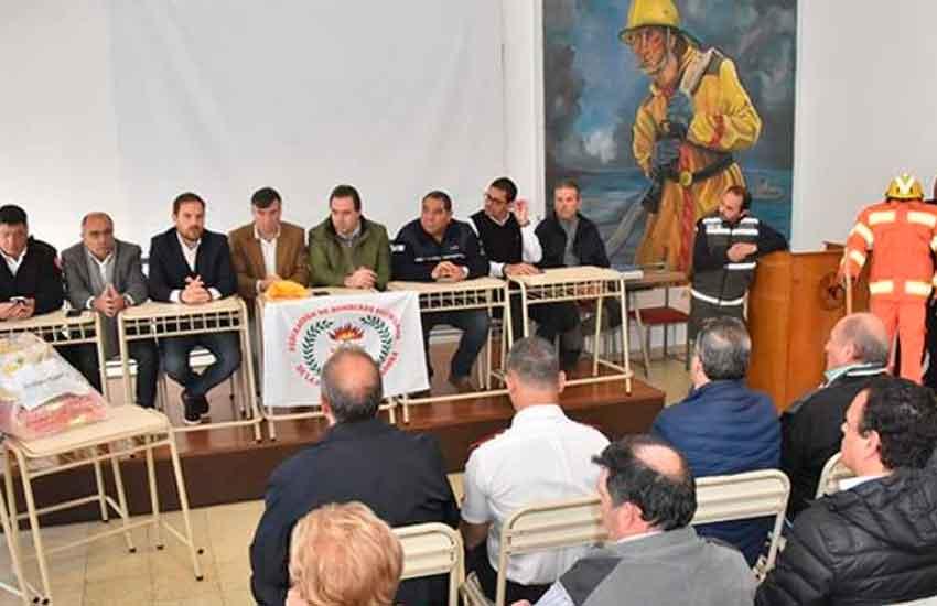 Acto de entrega de equipamiento enBomberos de Villa María