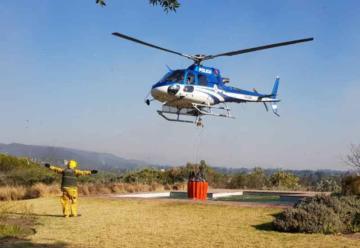 Bomberos siguen combatiendo las llamas en La Cumbre