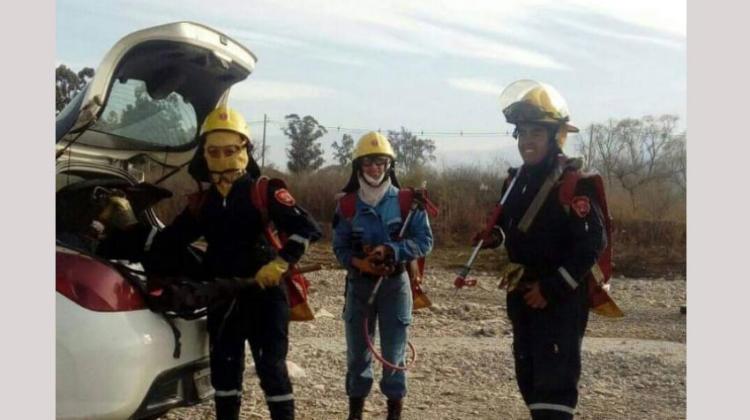 Fueron en un auto particular a apagar un incendio