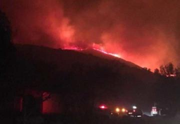 Hay evacuados y se complica el incendio en Villa Giardino