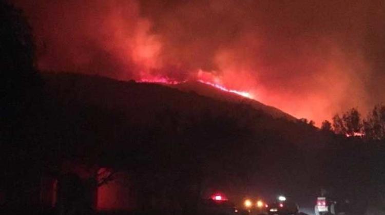 Se complicó el incendio en Villa Giardino y hay evacuados