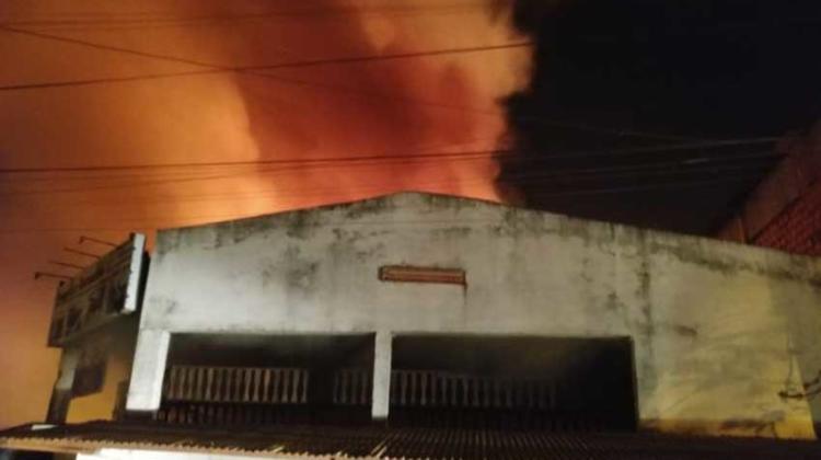 Incendio en maderera necesitó refuerzo de Bomberos de Encarnación