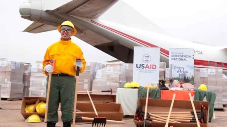 EEUU dona equipos a bomberos para combate a incendios forestales