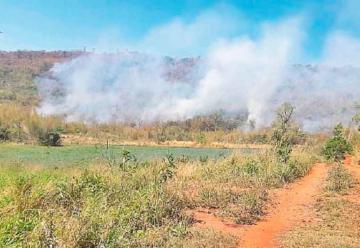 Bomberos voluntarios controlan incendio en el Ybytyruzú