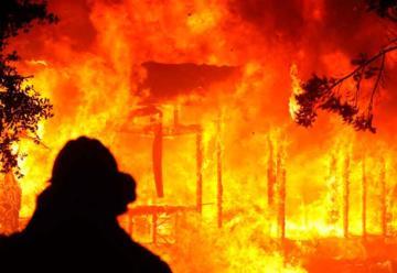 ¿Es necesario interrumpir la energía eléctrica durante un incendio?
