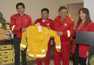 Entregan equipos de protección personal a bomberos