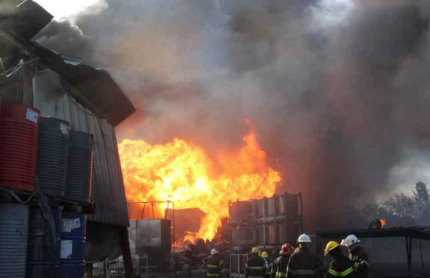 Incendio en una fábrica de productos químicos en Benavídez