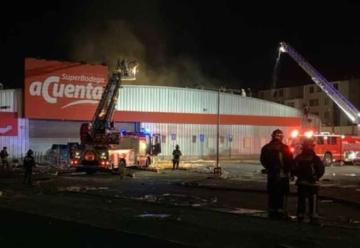Incendio afectó a supermercado que anteriormente había sido saqueado