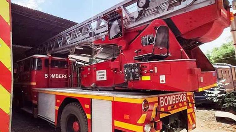 Carro escala para combatir incendios en edificios no funciona