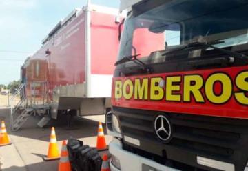 Bomberos voluntarios se capacitan en simulador de incendio