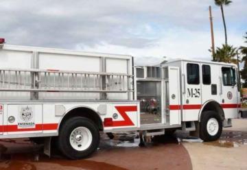 Entregan equipamiento a dirección de Bomberos y Protección Civil