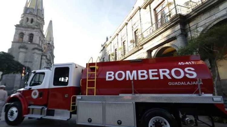 Entregan vehículos nuevos a Bomberos de Guadalajara